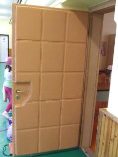Óvodai ajtó kárpitozása