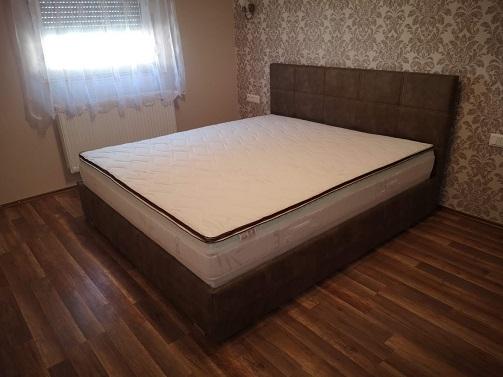 Kárpitozott ágy, vagy ágykeret választása?